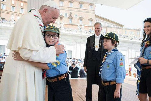 PapaScouts VaticanMedia 13052015