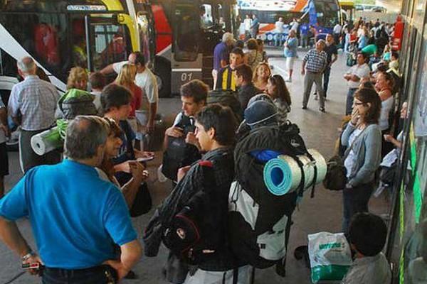Se estima que 8,6 millones de excursionistas se trasladaron de una ciudad a otra a pasar el día.