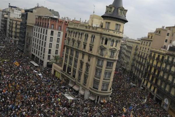 Se realizan una huelga general, cortes de rutas y varias movilizaciones en rechazo al accionar policial