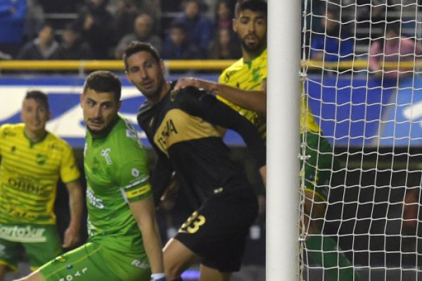 Boca cerró el semestre con un olvidable empate ante Defensa