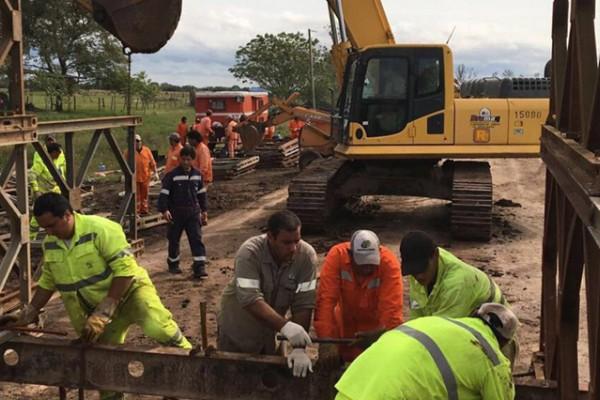Tras el derrumbe en Corrientes, construyen dos puentes Bailey sobre la Ruta Nacional 12